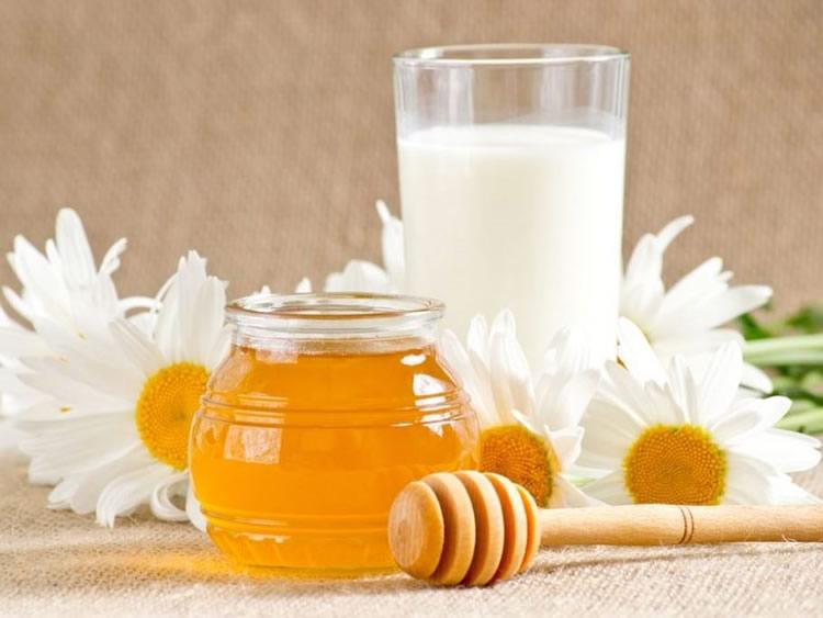 Можно ли пить молоко с мёдом